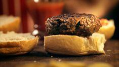Splendidly spicy beef burger The Incredible Spice Men SBS Food Brats Recipes, Hamburger Recipes, Barbecue Recipes, Beef Recipes, Cooking Recipes, Bbq, Tostadas, Spicy Pumpkin Soup, Horseradish Recipes