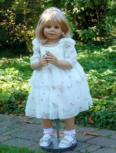 NWT Masterpiece Dolls-Happy Birthday Kate-Blonde/Blue Eyes By Monika Levenig