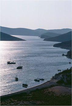 Πάτμος Greek Islands, Greece Travel, Beautiful Islands, Beaches, Bucket, Paris, Country, Water, Pictures