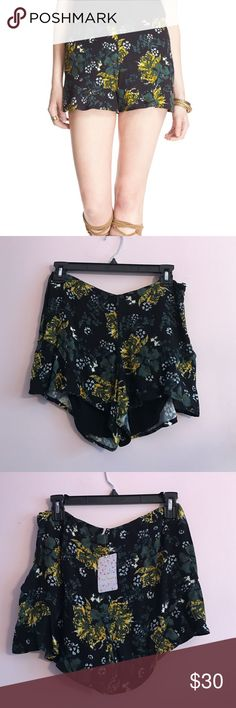 Free People Printed Flutter Shorts Free People zip up flutter shorts Black floral print, tropical night combo Viscose and Rayon mix New with tags Size 4 Waist: about 28 inches Free People Shorts