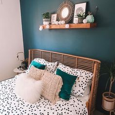 Minimalist bedroom decor aesthetic bedroom live your best life today – If you still have a pulse, God still has a purpose. Cute Bedroom Ideas, Cute Room Decor, Aesthetic Room Decor, Retro Aesthetic, Home Decor Bedroom, Bedroom Inspo, Ocean Bedroom Themes, Gothic Bedroom Decor, Bedroom Wall
