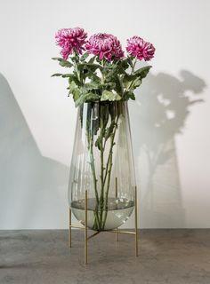 Menu - Echasse Vase - Smoke/Brushed Brass - blomster - boligindretning