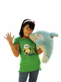 """Dit is Fitry Yantri, 11 jaar, uit Indonesië. """"Ik houd van de rijst die hier groeit en van kleur!"""" Waar wordt jouw kind blij van? Ga naar www.deweekvanhetkind.nl en doe mee!"""