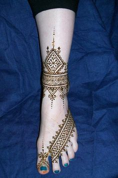 Ooh! I know the henna artists at the Texas Renaissance Festival could recreate this!