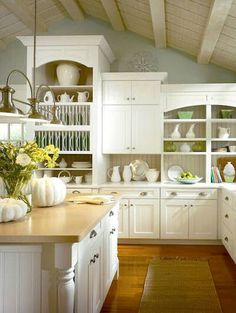 Traditional Thomasville kitchen design - easy to see why it is called PureStyle!  http://thegardeningcook.com/traditional-kitchen-designs-timeless-and-elegant/