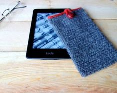 All Seasons Slippers Knitting Pattern. Knitted Mittens Pattern, Knitted Slippers, Knit Mittens, Knitting Patterns, Kindle Case, Hand Knitting, Cross Stitch, Handmade Gifts, Cover