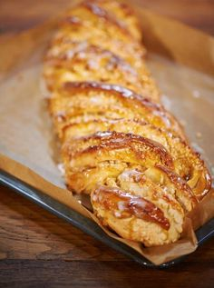 Loose yeast dough, nicely juicy with marzipan and crunchy almonds. Pecan Recipes, Almond Recipes, Sweet Recipes, Cake Recipes, Dessert Recipes, Stollen Recipe, Healthy Breakfast Muffins, Bread And Pastries, Sweet Bread