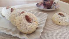 Dei morbidi biscottini al sapore delicato e intenso di mandorle. Ideali accompagnati da thè o caffè!