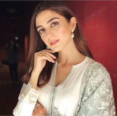 Pretty And Cute, Pretty Girls, Cute Girls, Maya Ali, Pearl Earrings, Hoop Earrings, Pakistani Actress, Hollywood Celebrities, Bollywood