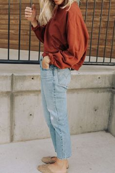 how to style oversized sweatshirts in a cute way