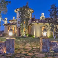 Amazing Mediterranean estate! Set atop 23 acres in Ventura County Ca. 7000 square foot showplace with unobstructed 360 degree views! Currently in escrow with top luxury agent @jordancohen1. Follow @jordancohen1 for the finest in luxury Real estate. by boss_homes