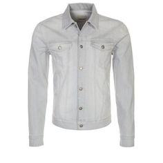 €85, Hellblaue Jeansjacke von KIOMI. Online-Shop: Zalando. Klicken Sie hier für mehr Informationen: https://lookastic.com/men/shop_items/142137/redirect