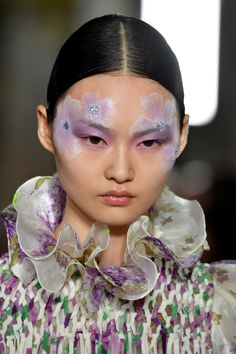 Valentino Spring 2019 Couture Feather Eyelashes and Floral Face Paint by Pat McGrath Allure Catwalk Makeup, Runway Makeup, Pat Mcgrath Makeup, Feather Eyelashes, Flower Makeup, Fairy Makeup, Mermaid Makeup, Couture Makeup, Couture Fashion
