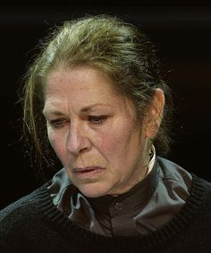Geert de Jong 08-07-1951 Belgische toneel- en filmactrice. De Jong studeerde in 1972 af bij Studio Herman Teirlinck in Antwerpen. Sinds 1973 speelt ze bij Toneelgroep De Appel in Den Haag, waar ze sinds 2004 ook regisseert. Bij De Appel speelde ze diverse rollen, onder meer die van het hoofdpersonage in Shakespeare's De feeks in het seizoen 1978-1979. Ze won in 1986 een Gouden Kalf voor haar rol in de film 'Mama is boos!'. https://youtu.be/EQLktVJeN9Q