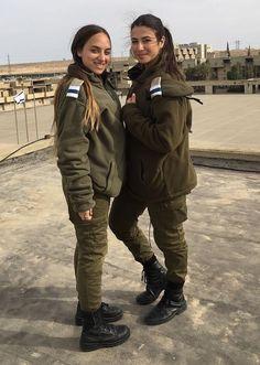 IDF - Israel Defense Forces - Women Israeli Female Soldiers, Idf Women, Outdoor Girls, Female Fighter, Pretty Females, Warrior Women, Military Women, Armies, Strong Girls
