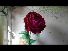 A huge FLOWER of Ranunculus made from crepe paper. Giant Paper Flowers, Big Flowers, Paper Roses, Felt Flowers, Fabric Flowers, Paper Flowers Craft, Paper Flower Backdrop, Flower Crafts, Flower Art