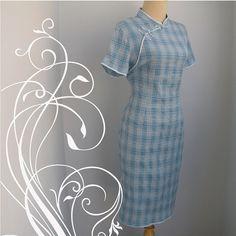 Etsy の 美しい青い伸縮性のある格子縞中国チャイナ ドレス バスト 38 by Moonthong