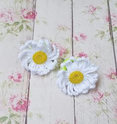 Crochet flower hair crochet chamamile headband accessories girls wite yellow hair bobbles flower hair decor girls hair tie mother's day gift - Modern Crochet Puff Flower, Crochet Flower Patterns, Crochet Flowers, Crochet Bags, Crochet Gifts, Crochet For Kids, Crochet Hair Accessories, Crochet Hair Styles, Tie Accessories