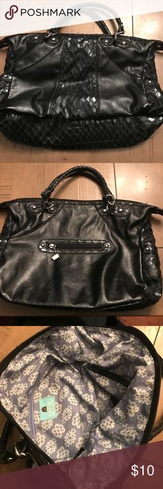 Kathy Van Zeeland purse Kathy Van Zeeland purse. Black purse has a snake skin style print on parts of it. Is gently used. Kathy Van Zeeland Bags Shoulder Bags