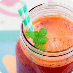 Esse suco detox com cenoura e beterraba é perfeito para se refrescar no verão.