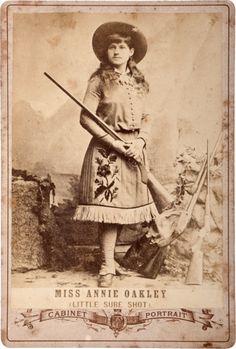 Annie Oakley                                                       …