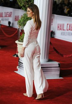 Maria Menounos booty on the red carpet