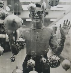 Richard Avedon - Christmas Boy, 1965. S)