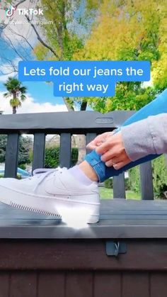 the fits fold cuff jeans hack ideas Clothing hacks videos cuff fits Fold Hack Jeans Cute Casual Outfits, Retro Outfits, Grunge Outfits, Diy Clothes Hacks, Diy Clothes And Shoes, Amazing Life Hacks, Useful Life Hacks, Diy Fashion Hacks, Fashion Tips