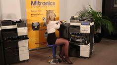 Wymiana tonera w kserokopiarkach Konica Minolta C224,C284 C364 jest tak prosta że nawet blondynka da sobie z nią radę.