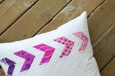 Flyin' Together Pillow | A Free Tutorial Pillow Inspiration, Pillow Ideas, Quilting Tutorials, Sewing Tutorials, Pillow Tutorial, How To Make Pillows, Sewing Lessons, Sewing Pillows, Longarm Quilting