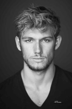 Alex Pettyfer...ok, i know he doesn't really have dark hair...but who cares!? he's smoldering ;)