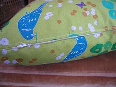 Great tutorial on making zippered pillows