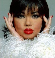 Angela Bofill, grew up in projects in Harlem and Bronx, NY. She was born to a Afro Cuban mother and Cuban father. Angela Tomasa Bofill is an American R and Jazz vocalist and songwriter. Music Icon, Soul Music, Music Love, Marlon Wayans, Afro Cuban, Vintage Black Glamour, Latin Music, Female Singers, My Favorite Music