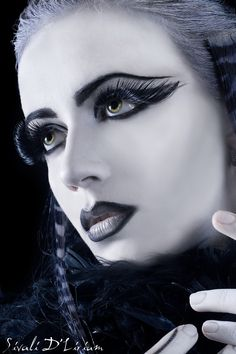 Inspiring picture beautiful, beauty, black make up, dark, deviant art. Find the picture to your taste! Dark Beauty, Goth Beauty, Glamour Makeup, Sexy Makeup, Hair Makeup, White Makeup, Drag Makeup, Gothic Makeup, Fantasy Makeup