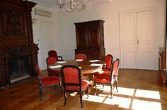 Boasting a traditional ancient decor, Salle Rémy is ideal for reunions in small groups of 4 to 8 people.