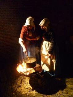 De dames van Geleerd en de Ghenoten, aan het koken