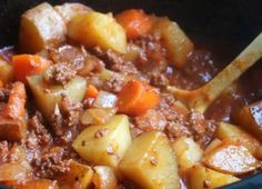 POOR MAN'S STEW RECIPE Ingredients : 1 lb. ground beef, browned and drained lbs potatoes, diced large 3 carrots, sliced Slow Cooker Beef, Slow Cooker Recipes, Soup Recipes, Cooking Recipes, Casserole Recipes, Easy Recipes, Delicious Recipes, Simply Recipes, Poor Man Stew Recipe
