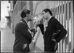 André Kertész, Couple de fumeurs, Paris, ca 1930.