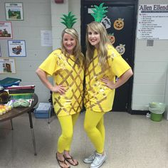 25 Halloween Costumes To Try With Your Teacher Friends This Year 27 Halloween Costumes To Try With Your Teacher Friends This Year – Bored Teachers Teacher Halloween Costumes Group, Halloween Party Supplies, Family Halloween Costumes, Group Costumes, Fun Costumes, Character Costumes, Halloween Halloween, Vintage Halloween, Halloween Makeup