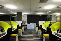 Cool Office Space Design, good way to keep an office manage and 6 employees aligned.