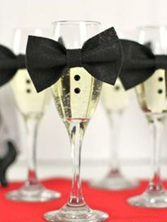 7 Oscar Party Decorations That Are A-List Material - Real Simple 7 Oscar Party Decorations That Are Fun Party Themes, Cool Themes, Theme Ideas, Party Ideas, Black Party Decorations, Royal Theme Party, 007 Theme, Hollywood Party Decorations, Diy Party
