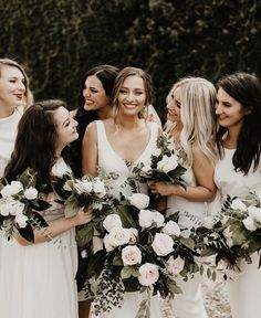 How gorgeous are this girls? We love the beautiful bridesmaids gowns and amazing… – Wedding Day Ready Wedding Photography Poses, Wedding Photography Inspiration, Wedding Portraits, Wedding Photos, Photography Styles, Wedding Ideas, Party Photos, Wedding Details, Boho Wedding