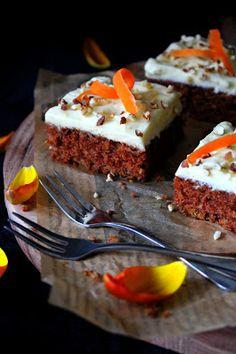 Kakkuviikarin vispailuja!: Mehevä porkkanakakku Food Photo, Food And Drink, Pie, Baking, Sweet, Party, Desserts, Night, Summer