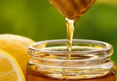 Natural Cures Can You Use Honey for Weight Loss? - Turmeric is known for its anti-inflammatory and anti-cancer properties. Curcumin or the active ingredient of turmeric is a powerful antioxidant Turmeric Detox Drink, Turmeric Water, Turmeric Smoothie, Natural Health Remedies, Natural Cures, Detox Drinks, Healthy Drinks, Healthy Smoothies, Healthy Food