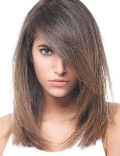 Un d�grad� prononc� Les cheveux sont d�grad�s uniquement autour du visage et on retrouve cet effet m�che tr�s tendance.�
