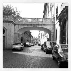 """Biking Roma. Via della pilotta. Girata scena de """" il muro di gomma"""