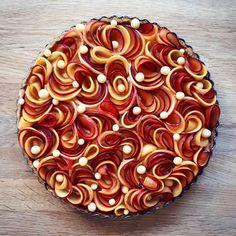 Plum and nectarine frangipane tart by . How do you like this plat… - Baking Tart Recipes, Sweet Recipes, Dessert Recipes, Just Desserts, Delicious Desserts, Yummy Food, Nectarine Pie, Pie Crust Designs, Plated Desserts