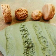 Hand Built Pottery, Slab Pottery, Ceramic Pottery, Pottery Art, Ceramic Texture, Clay Texture, Ceramic Techniques, Pottery Techniques, Pottery Tools