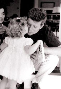 El estilo JFK nunca pasa de moda!
