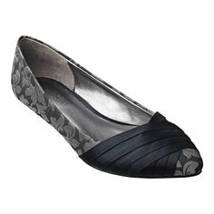 """1"""" kitten heel with wrapping detail on toe - Nine West"""